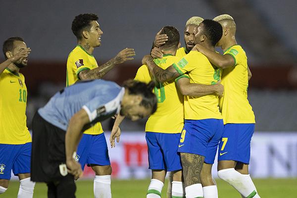 No primeiro turno a equipe brasileira bateu os uruguaios por 2 a 0 dentro do estádio Centenário