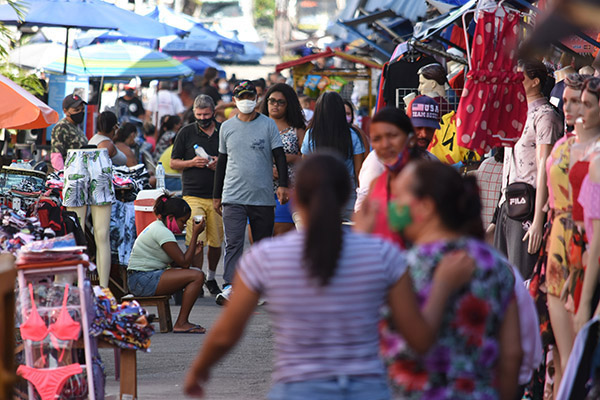 Comércio de rua terá funcionamento facultativo no dia 12