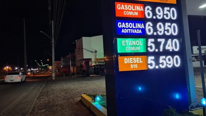 Gasolina está próximo a R$ 7 em postos de combustíveis de Natal