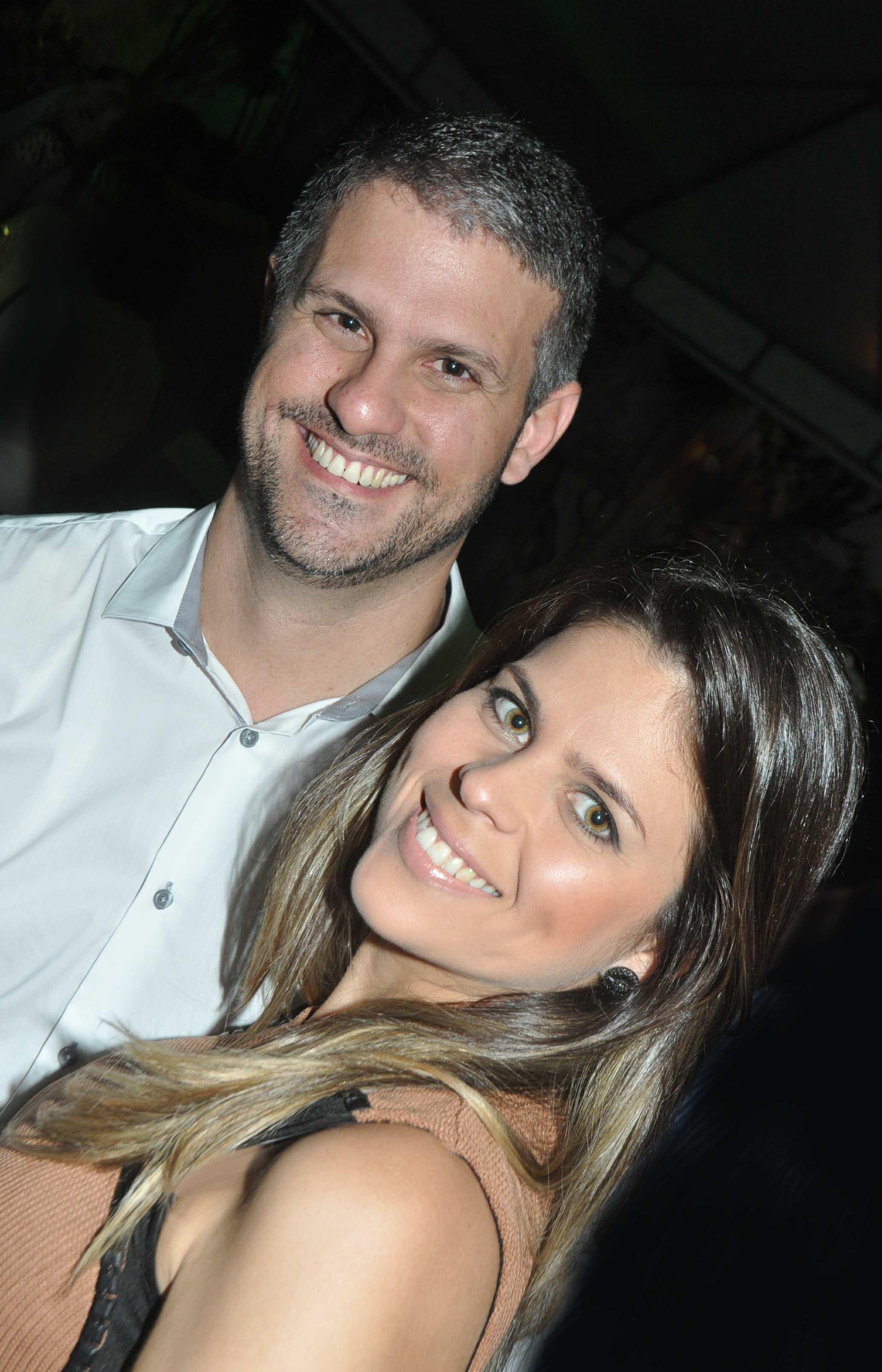 Quinta-feira de Túnel do Tempo com o casal Arnon Cesar/Raquel marcando presença nos embalos dançantes do JET Potiguar.