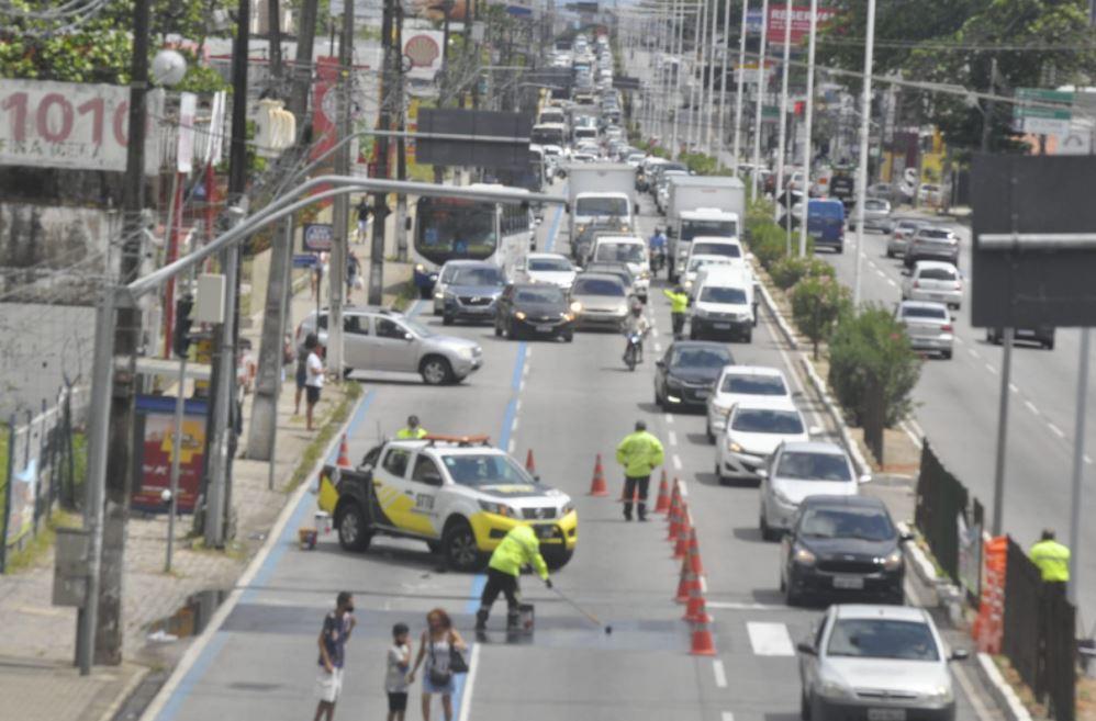 Trânsito ficou lento devido ao trabalho para remoção de faixa de pedestres