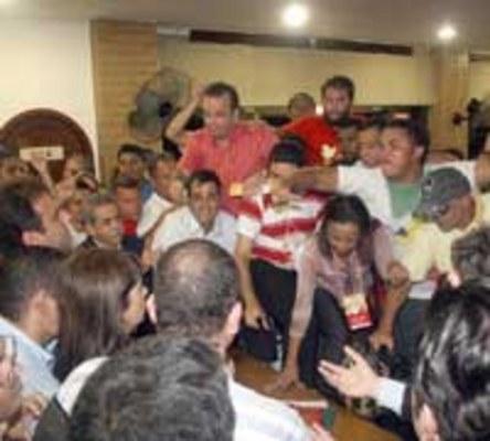 TUMULTO - Diretório Municipal do PSB aprova aliança política com PT e PMDB