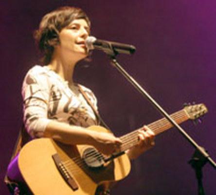 """SHOW - Fernanda Takai: """"vou tocar o show inteiro, incluindo a versão em japonês da canção o  'Barquinho'"""