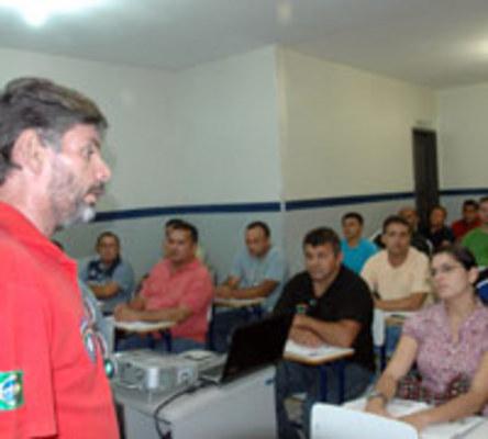 SEGURANÇA PRIVADA - Ricardo Roland ministra aulas de formação para vigilantes