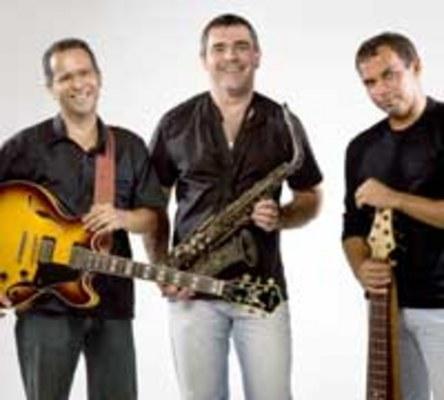 """MÚSICA - Caninga Trio lança hoje o CD """"Tempo bom"""",  em show na Escola de Música"""