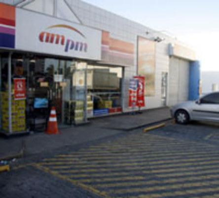 Veículos estacionam no posto e ligam som, causando transtornos ao proprietário e aos moradores