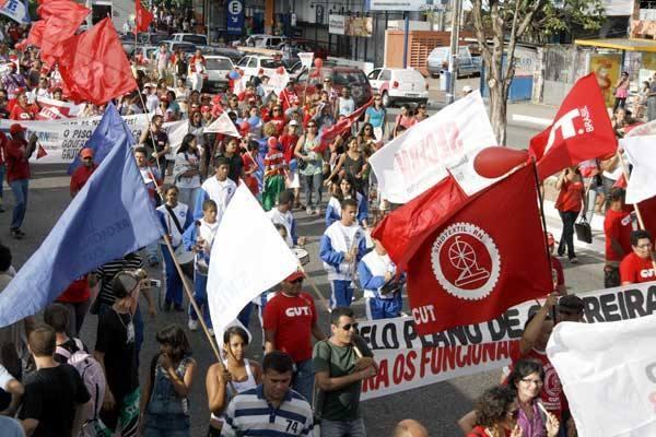 Professores fazem ato pelo Dia Nacional em Defesa do Piso
