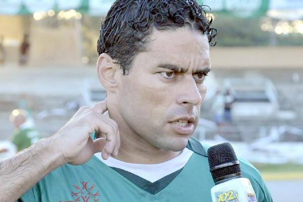 Leandro Sena assumiu o comando técnico do Alecrim