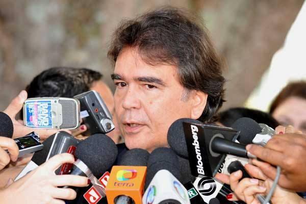 José Gomes Temporão anuncia concurso para área da saúde
