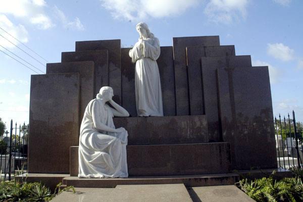 Túmulo do médico Januário Cicco é um dos mais bonitos
