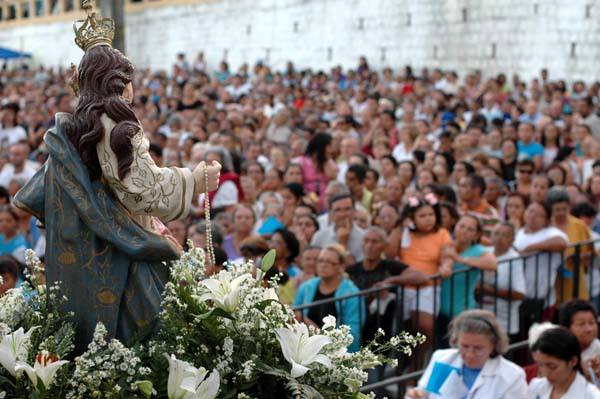 Cerca de 20 mil fieis lotam missa da padroeira de Natal