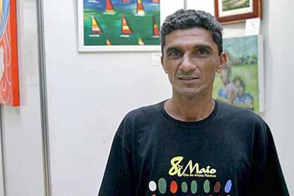 O artista caiu em um buraco no bairro de Petrópolis