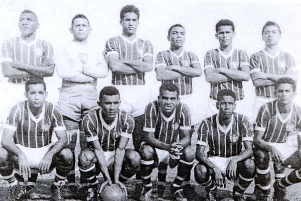 Com o detalhe curioso de que o goleiro (Ribamar) era mais baixo do que o zagueiro Calado (o mais alto, a seu lado) a seleção do RN que fez bonito ganhando o bi do Nordeste em 1960