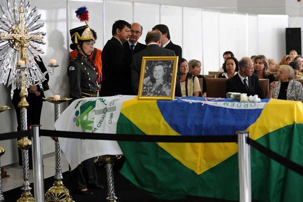 Velório de Zilda vai até o início da tarde de hoje, quando será rezada missa de corpo presente, antes do enterro em cerimônia privada