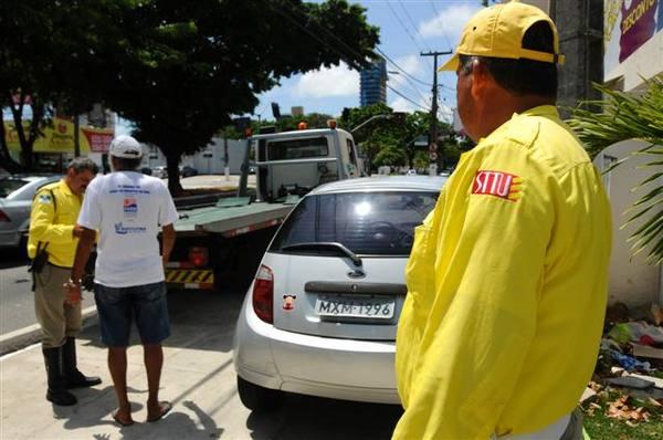 Agentes da Semob começaram a aplicar multas nesta segunda-feira