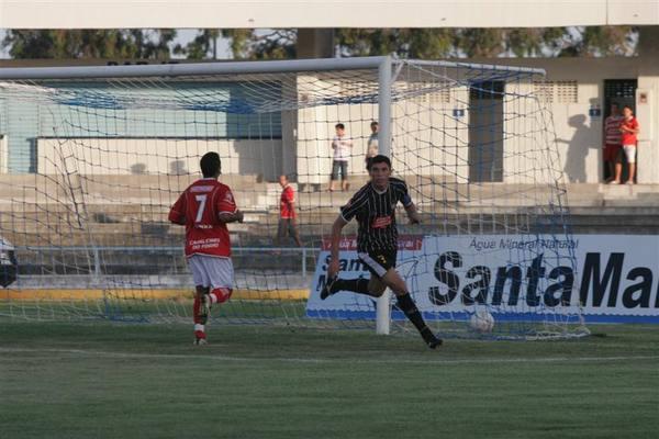 Marcão comemora o primeiro gol do Corintians