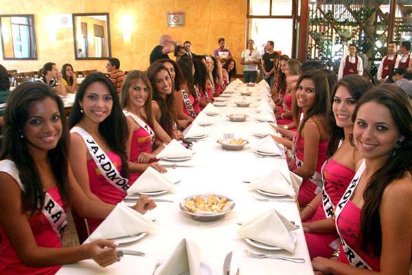 Candidatas ao Miss RN 2010  durante o almoço-coletiva