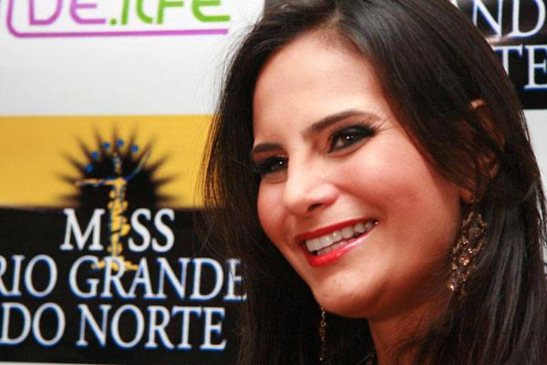 A Miss Brasil 2009, Larissa Costa, é uma das estrelas da noite