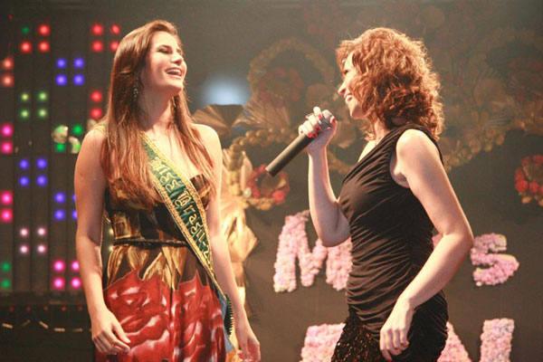 Larissa Costa, Miss Brasil, e Solange Almeida, cantora da banda Aviões do Forró, causaram gritos dos fãs