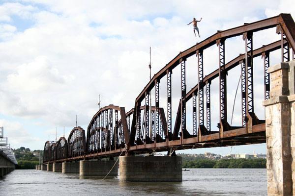 A ponte construída pelos ingleses e que hoje serve apenas como trampolim foi uma das reponsáveis pela chegada do progresso à Natal  do início do século XX