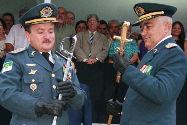 Coronel Marcondes passa o comando da PM ao Coronel Araújo