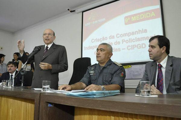 Governador Iberê Ferreira e o novo comandante da PM, cel. Araújo Silva, anunciaram na manhã de ontem as novas medidas adotadas na Polícia Militar do RN