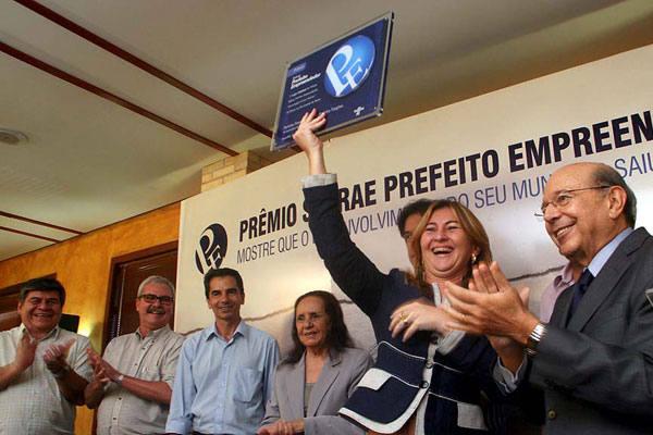 Prefeita Francisca Shirley recebe homenagem das mãos do governador Iberê Ferreira de Souza