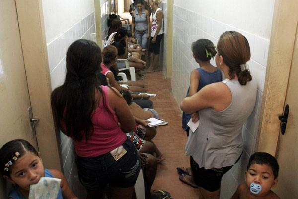 Posto de Brasília Teimosa tem  vacinado cerca de 60 pessoas em cada turno de 3 horas. A demanda tem  sido grande em todas unidades