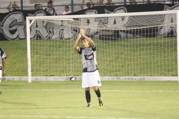 Felipe Moreira, marcou dois gols na vitoria do ABC