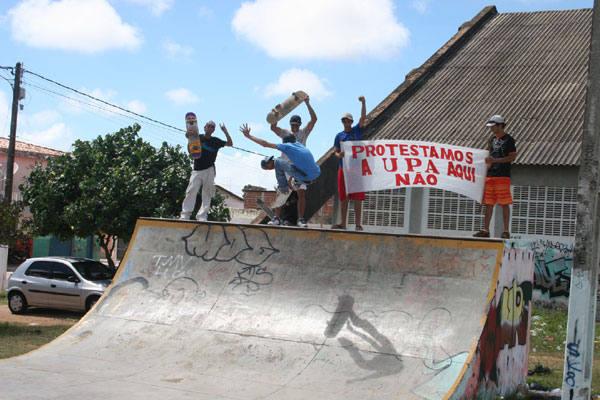 Os jovens do bairro utilizam as pistas de skate e bicicross para treinos e lazer e são contrários à demolição da área comunitária