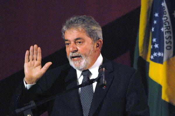 Lula não tem pressa para dar parecer sobre reajuste de aposentados e projeto Ficha Limpa