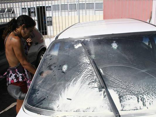 Carro utilizado por grupo  durante a perseguição