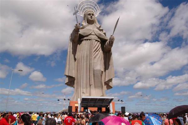 Fiéis participam das celebrações na inauguração da imagem de Santa Rita de Cássia