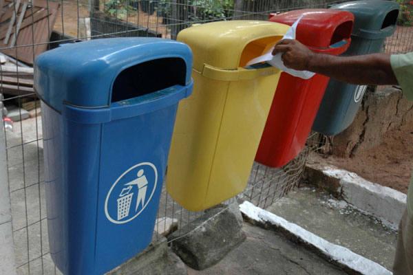 A  Universidade Federal tem hoje apenas um trabalho piloto em coleta  seletiva de papel e neutralização de resíduos no Nuplan