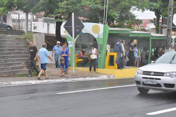 Mudanças afetaram as paradas de ônibus em frente ao Via Direta e Natal Shopping