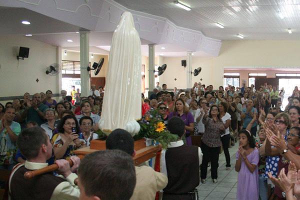 Fiéis  lotaram a Igreja de Nossa Senhora da Aparecida, em Neópolis