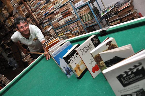 Abimael Silva é apaixonado por livros e fez disso sua devoção. Hoje é o maior editor de livros do RN