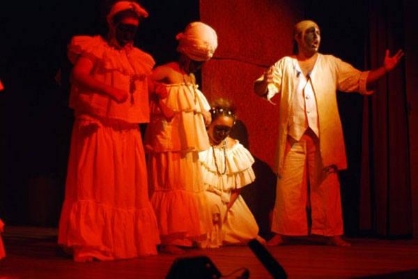 Negrinha é a história de uma criança que vive escravizada por uma cruel senhora de engenho