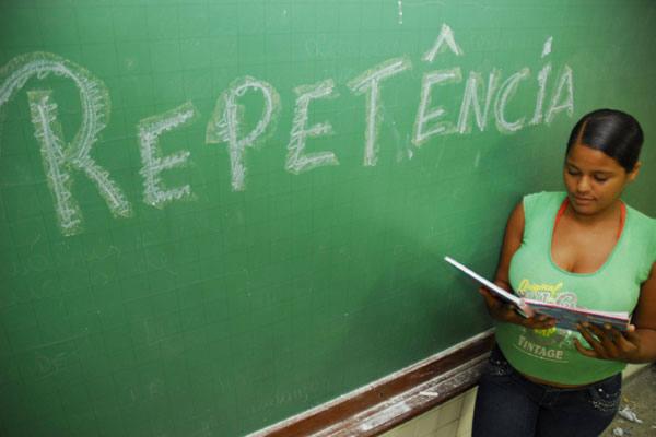 Daniele Beatriz Nascimento, 18 anos,  tem consciência de que a falta de interesse pelos estudos provocou sérios prejuízos à sua vida
