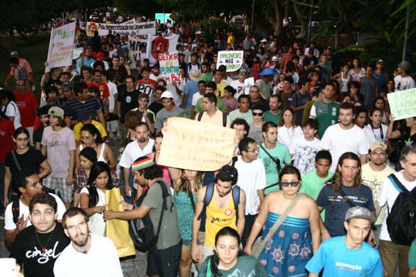 De forma pacífica, os manifestantes expressaram suas opiniões em relação à liberação da maconha