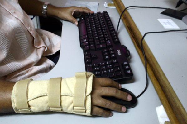 Dores atormentam, mas é possível buscar alternativas para prevenir, tratar curar as lesões por esforço repetitivo