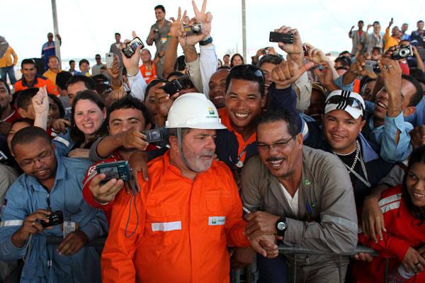 Presidente Luiz Inácio Lula da Silva afirma, em Pernambuco, que está feliz com o tratamento do povo