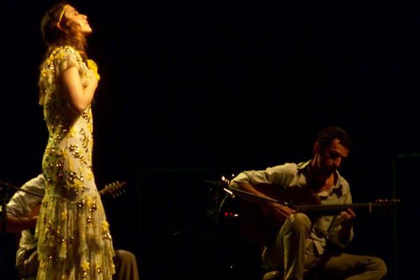 Roberta Sá e Trio Madeira em show inspirado na obra de Roque Ferreira: Sou muito ligada à música preta brasileira, disse ela