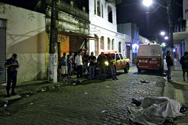 Assassinatos na Ribeira ocorreram por volta das 23h30 no Buraco da Catita, no bairro da Ribeira