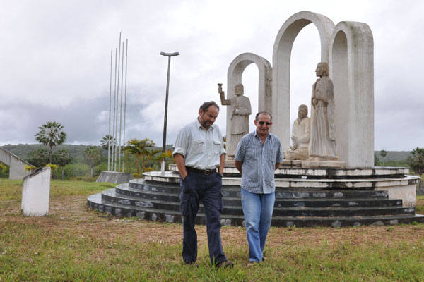Ernesto Paglia conversa com o historiador Luiz Eduardo Suassuna sobre os massacre de Uruaçu