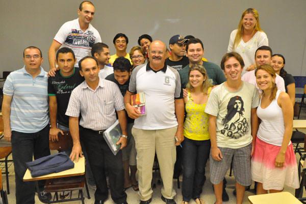 José Daniel, 63 anos, Seu Daniel,  no meio dos jovens colegas do curso de Geografia da UFRN