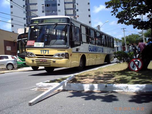 Ônibus perde rodas e provoca susto em passageiros