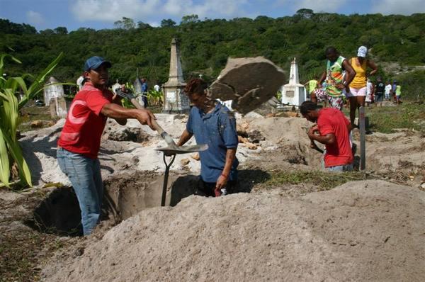 Desocupação do cemitério da praia de Santa Cruz das Areias, em Baía Formasa.