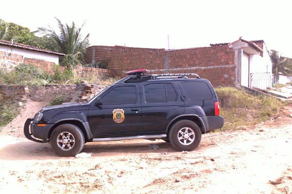 Viaturas da Polícia Federal ainda estão no local das prisões