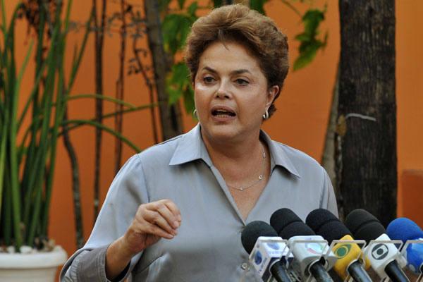 Segundo a pesquisa, Dilma tem 52% dos votos válidos na projeção para o primeiro turno